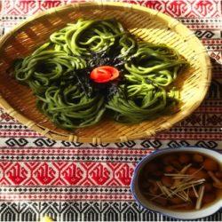 なめ茸のネバネバ汁添えわかめ麺